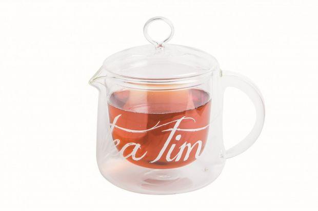 Fenomen bursztynowego naparu wydaje się trwać od zawsze. Mimo, że herbata do każdego kraju trafiła w innym czasie, wszędzie zadomowiła się na dobre.