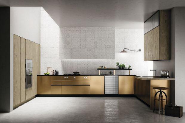 Połyskujące złotem fronty, bursztynowe sprzęty AGD oraz ciepłe, słoneczne dodatki pozwolą przez lata cieszyć się gorącą atmosferą wakacji. Pięknie i dostojnie prezentują się w każdej kuchni.