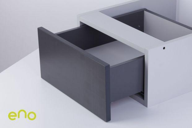 Domino zaskakuje nowym systemem szuflad. Dowodzi, że nowoczesne,<br />atrakcyjne wizualnie wzornictwo może iść w parze z funkcjonalnością.<br />ENO to prosty w montażu system szuflad, który zapewnia najwyższy<br />komfort ruchu