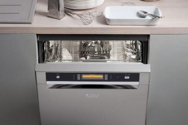 Jak wynika z badania Hotpoint prawie co trzecia osoba uznała zmywanie za najbardziej nielubiany obowiązek domowy. Możemy przepuszczać, że nie przepadają za nim także aktywni studenci, zwłaszcza ci, którzy uczą się i pracują jednocześnie, a do