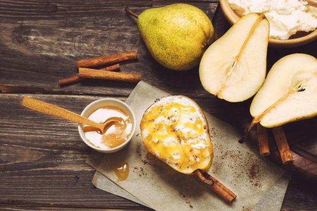 Lato tradycyjnie raczyło nas bogactwem świeżych, soczystych owoców. Choć ich jesienny asortyment jest już nieco uboższy, nie zapominajmy o prawdziwych królowych tej pory roku, czyli jabłkach i gruszkach - pysznych i bogatych w witaminy. W sezonie