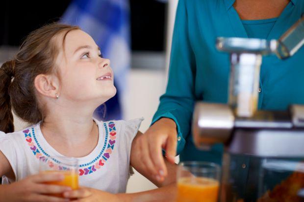 Jak pogodzić gusta naszych pociech z zaleceniami dietetyków i rodzicielskimi pragnieniami, by dawać dzieciom do jedzenia to, co zdrowe i pożywne? Nie jest to łatwe, ale możliwe.