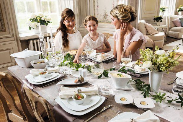 Choć lato dawno za nami, są sposoby by zatrzymać je na dłużej. Piękna porcelana pozwoli zamienić stołu w letni ogród, a mieniące się złotem dekoracji uchwycą najcieplejsze promienie słońca.