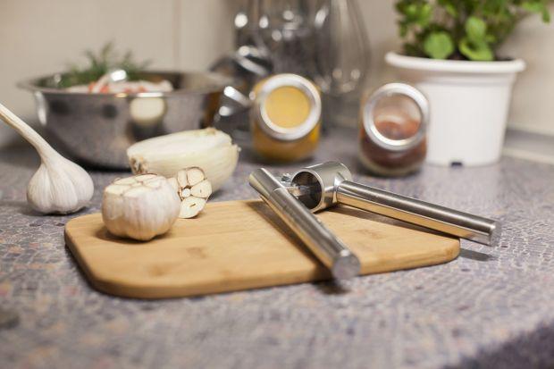 Funkcjonalna i elegancka, taka powinna być nowoczesna kuchnia. Przygotowanie potraw w przyjaznym wnętrzu, wyposażonym w wiele praktycznych i wygodnych w użyciu przedmiotów może być prawdziwą przyjemnością.