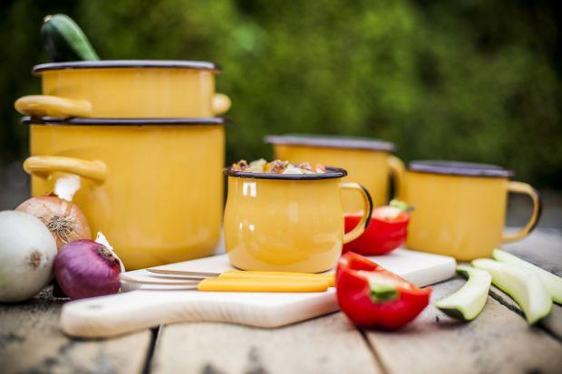 Aromatyczny zapach dochodzący z kuchni przyciągnie z pewnością wszystkich amatorów domowych specjałów. Aby powstał pyszny gulasz, oprócz składników spożywczych musimy zaopatrzyć się w sprawdzone akcesoria, które nie tylko ułatwią nam prac