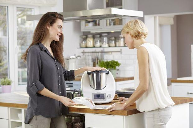 Znany i ceniony Thermomix® TM5 wkracza na wyższy poziom cyfrowego świata kulinariów.