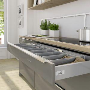 Nawet w przypadku, gdy szuflada posiada uchwyt, praktyczniej jest zamontować w niej system Push to Open, który świetnie sprawdza się w kuchni podczas gotowa-nia. Fot. Hettich