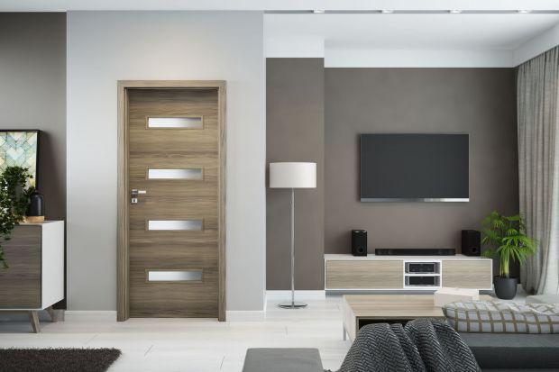 Drzwi to niezaprzeczalny element dekoracyjny każdego wnętrza. Dowodem na to jest elegancka kolekcja drzwi Parma z modnymi, prostokątnymi przeszkleniami. Nowość 2017 od Invado.