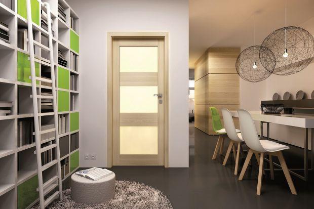 Fossano to kolekcja drzwi, które dobrze prezentują się zarówno w nowoczesnym wnętrzu, jak i w aranżacji, gdzie modernistyczne elementy łączą się z bardziej stylowymi. Ich charakterystycznym elementem są duże przeszklenia.