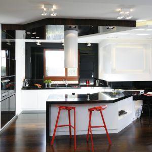 lampy do nowoczesnej kuchni w kolorze czarno czerwonym