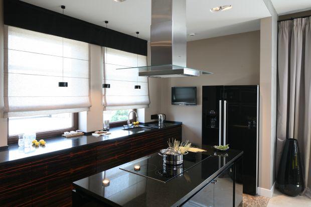 Kuchnia w ciemnym kolorze drewna - 3 pomysły z polskic domów