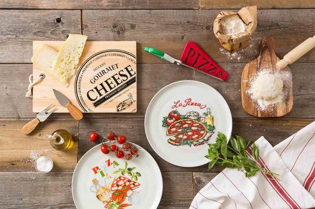 Jak wyczarować włoskie specjały w swojej kuchni? Na sukces składają się nie tylko dobrze dobrane składniki, ale również to, w czym przygotowujemy oraz na czym serwujemy gotowe dania.