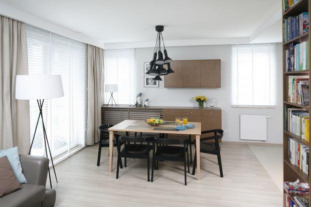 Często to właśnie stół jest sercem i centralnym miejscem w naszym domu. Wybór stołu jak i innych elementów znajdujących się w jadalni jest niezwykle ważny – ma on bezpośredni wpływ na to, jak finalnie będzie prezentowało się nasze pomies
