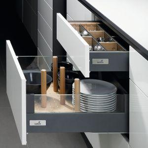 System organizacji szuflad można dopasować indywidualnie. Wnętrza wszystkich szuflad mogą być w tym samym stylu. Na zdjęciu: program do szuflad firmy Hettich