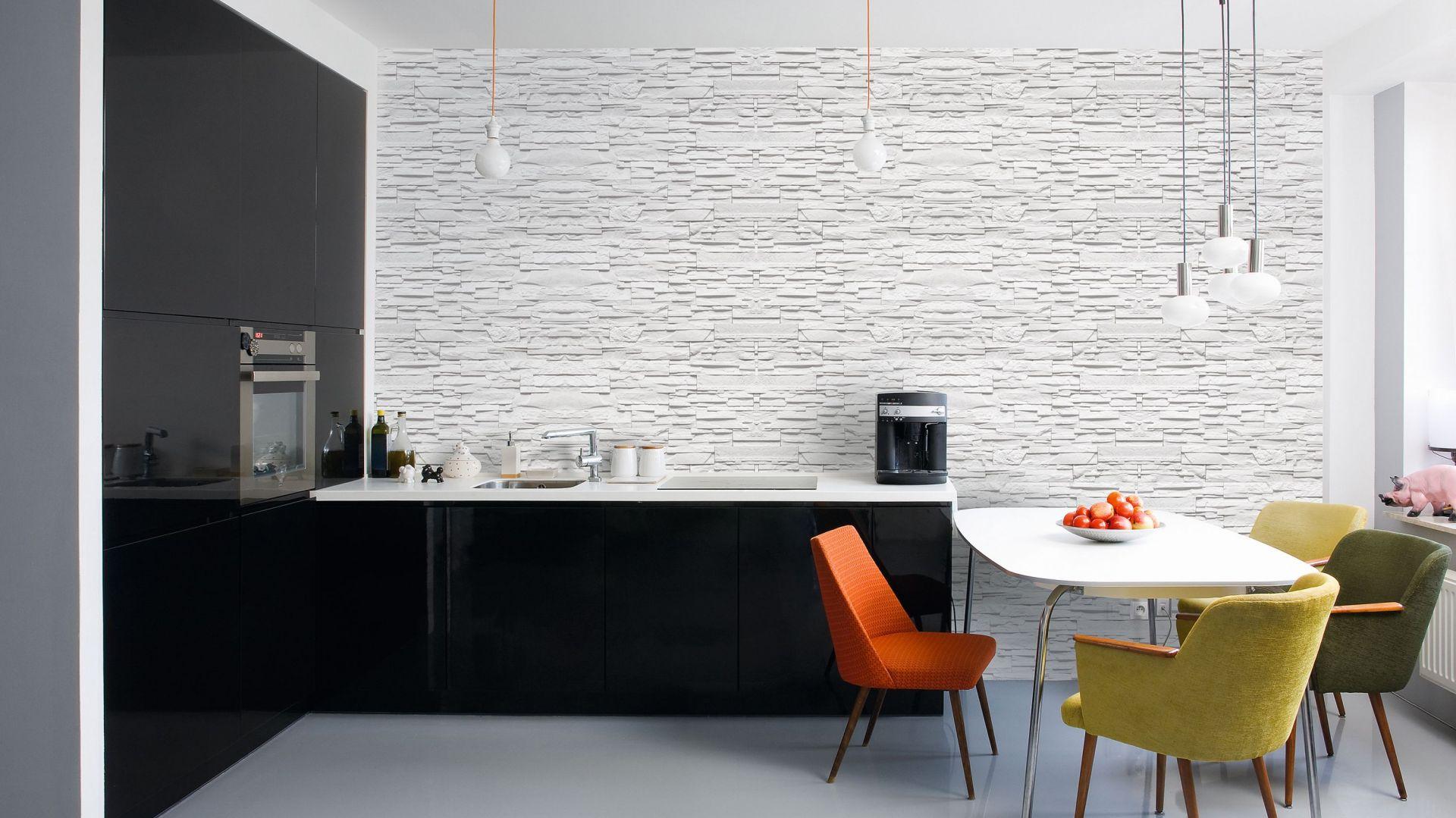 Wewnętrzny kamień dekoracyjny Livorno Biały wprowadzi do wnętrza toskański szyk. Nieregularny rysunek lica sam w sobie stanowi ozdobę, a niejednolity układ okładziny tworzy dynamiczną kompozycję. Stone Master