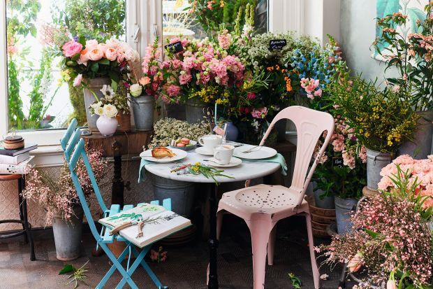 Świeże kwiaty to najpiękniejsza dekoracja domu. Zobaczcie 10 kolekcji wazonów, które podkreślą ich naturalny urok.