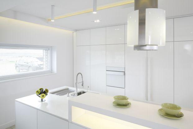Biała kuchnia na wysoki połysk. 15 pięknych wnętrz