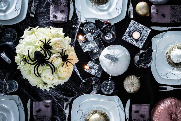 Głównym symbolem Halloween jest niewątpliwie dynia. Nie oznacza to jednak, że dekoracja naszego stołu musi być zdominowana przez kolor pomarańczowy. Jak stworzyć elegancką, a jednocześnie zaskakującą aranżację w stylu glamour?