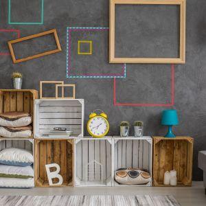 Shutterstock drewniane skrzynki półki