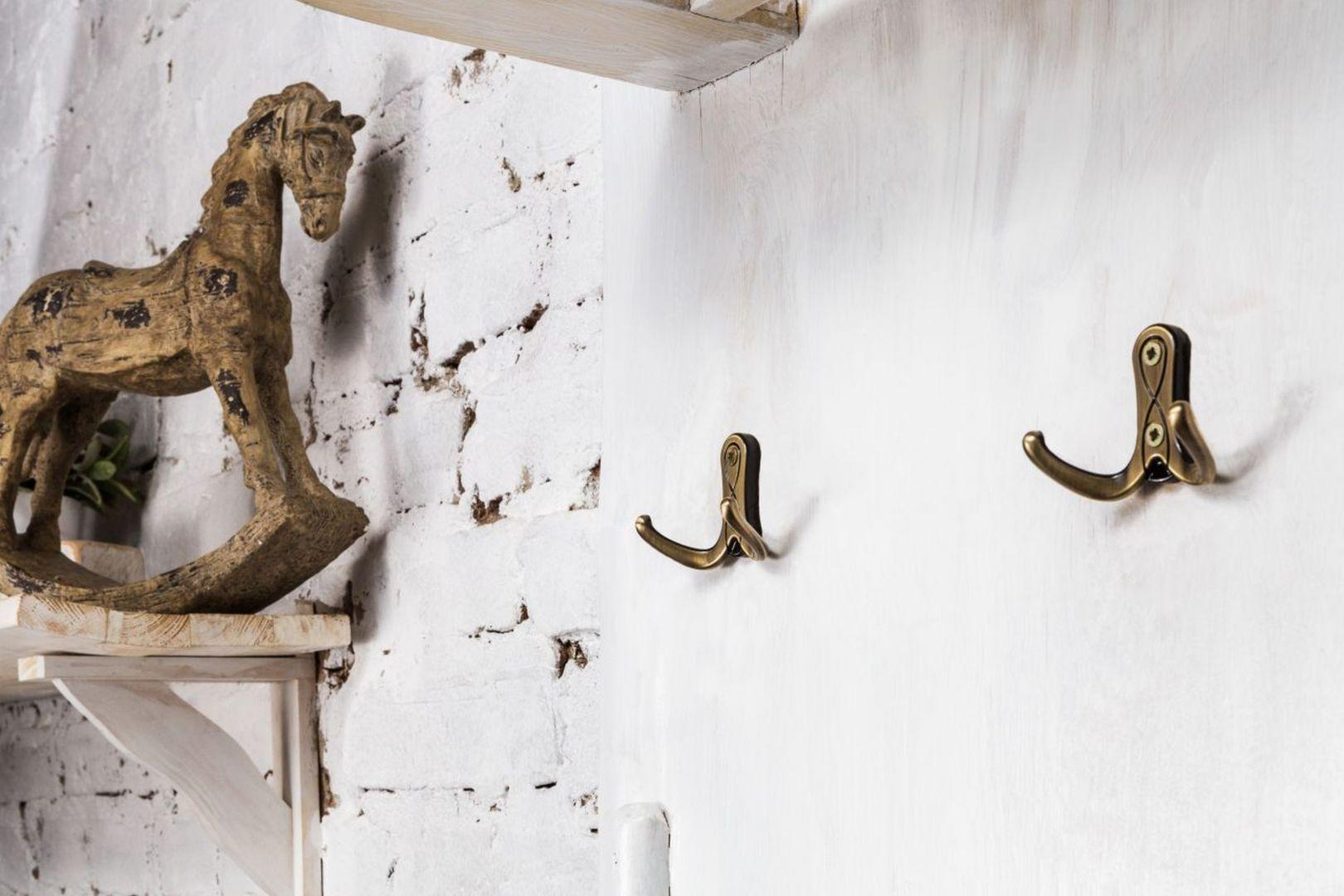 Designerskie wieszaki są nie tylko praktyczne, ale stanowią ozdobę mieszkania. Fot. Gamet S.A. - kolekcja SERPENTE WR42