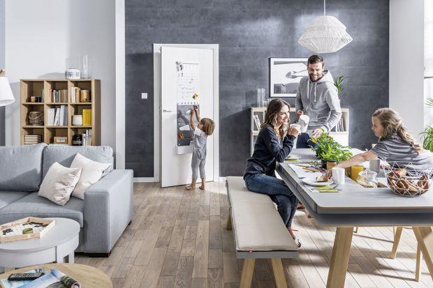 Ściany w kuchni i jadalni. Sposób na antracyt