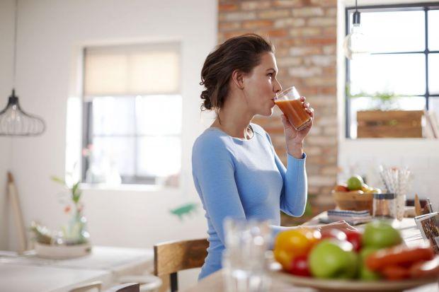 Zadbaj o wygląd skóry, włosów i paznokci, pijąc pełne witamin i minerałów soki i koktajle. Wykorzystaj przepisy Agaty Ziemnickiej-Łaskiej, dietetyczki i ekspertki żywieniowej Philips.