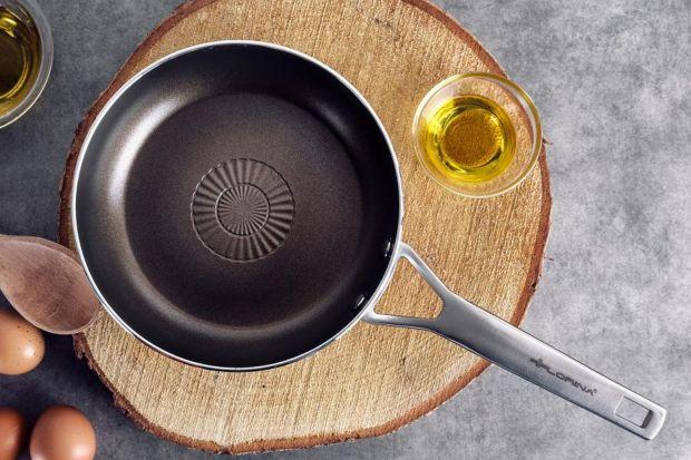 Smażenie – czynność, którą w kuchni wykonuje codziennie większość z nas, wydaje się być banalnie prosta. Jednak by prawidłowo usmażyć pyszne, soczyste potrawy, należy poznać kilka podstawowych zasad. Na czym smażyć i jak smażyć? Przed