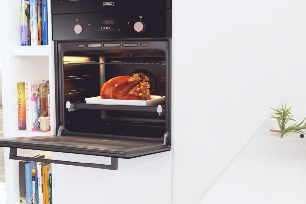 Przedświąteczne kucharzenie rzadko kiedy przebiega spokojnie. Atmosfera w kuchni bardziej przypomina kulisy restauracji o światowej renomie, gdzie nie ma ani chwili wytchnienia, a potrawy powstają po kilka w tym samym czasie. Jeśli już sam jadłospi