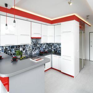 Kuchnia z salonem. Tak urządzisz ją w bloku. Projekt Monika Olejnik. Fot. Bartosz Jarosz.