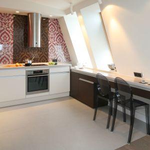 10 pomysłów na małą kuchnię z barkiem śniadaniowym. Projekt Małgorzata Borzyszkowska. Fot. Bartosz Jarosz.