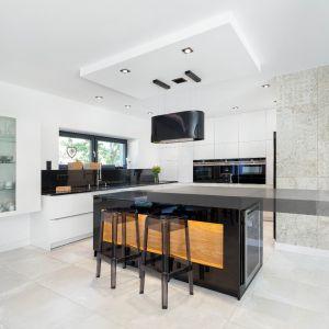 Ogrzewanie podłogowe w kuchni – zalety i wady. Projekt Studio Max Kuchnie MEBLE MISZ.