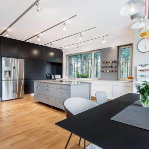 Ogrzewanie podłogowe w kuchni – zalety i wady. Projekt Studio Max Kuchnie SZEWCZYK.
