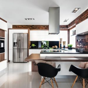 9 pomysłów na cegłę w kuchni. Projekt Vigo. Fot. Artur Krupa.