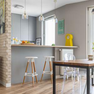 9 pomysłów na cegłę w kuchni. Projekt Decoroom. Fot. PionPoziom.