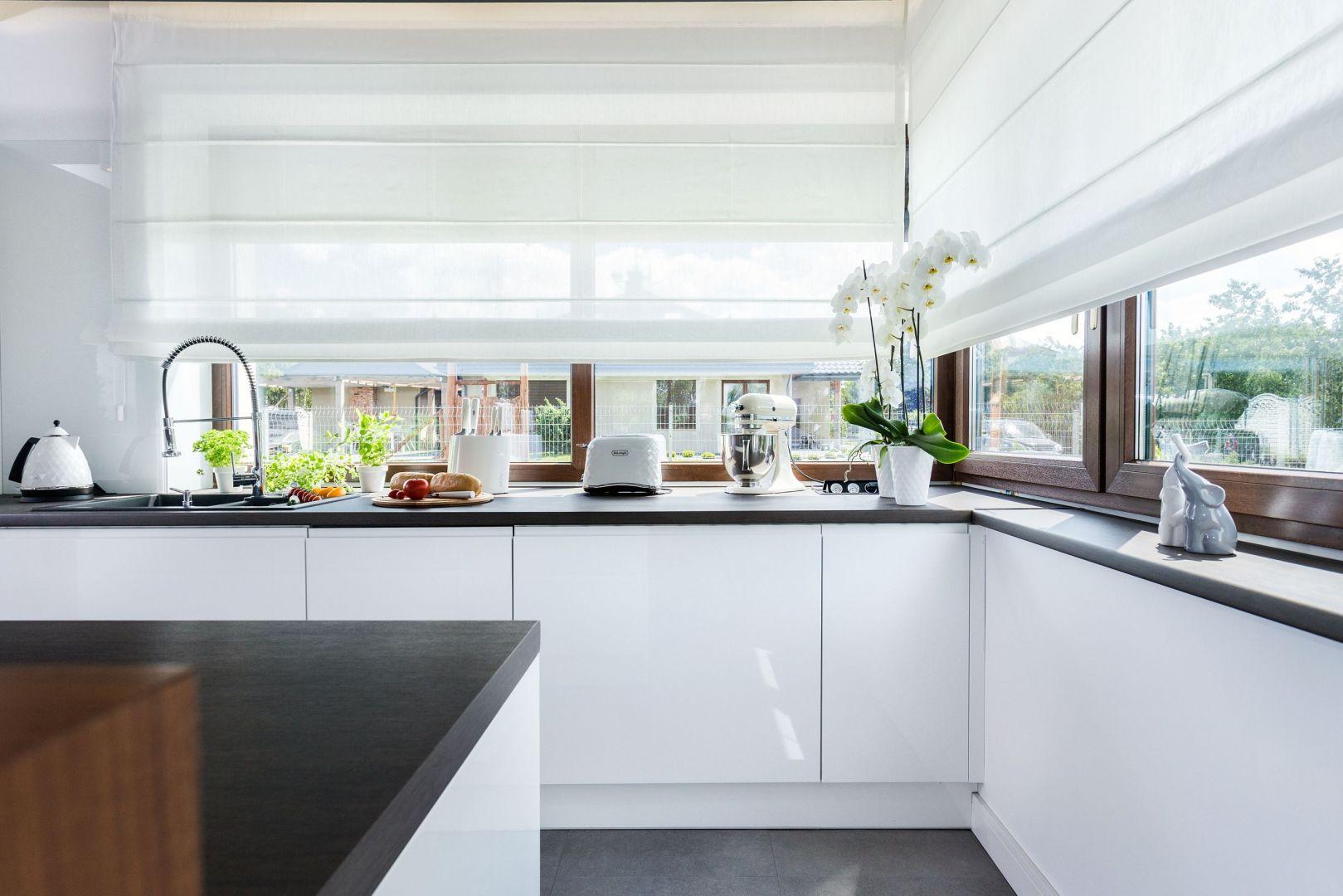 Jak zaaranżować okno w kuchni? Projekt Studio Meble Wach Max Kuchnie.