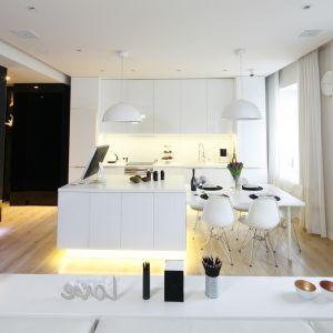Urządzamy kuchnię z jadalnią. Projekt Joanna Scott, Małgorzata Muc. Fot. Bartosz Jarosz.
