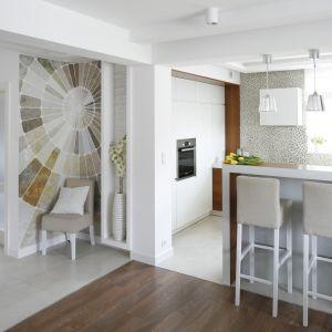 Kuchnia w małym domu jednorodzinnym. Projekt Małgorzata Mazur. Fot. Bartosz Jarosz.
