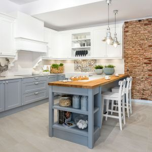 Szara kuchnia w klasycznym stylu. Projekt Vigo. Fot. Artur Krupa.