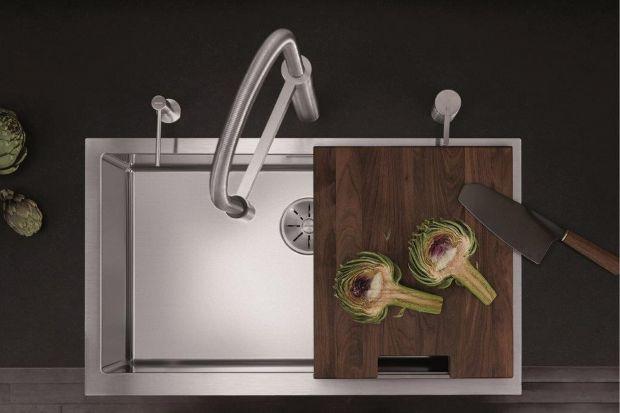 Kuchnia to szczególne miejsce w naszym domu. Nic tak nie łączy jak wspólne gotowanie i odkrywanie nowych smaków. Producenci kuchennego wyposażenia prześcigają się w udoskonalaniu technologii, aby zapewnić nam jak największy komfort.