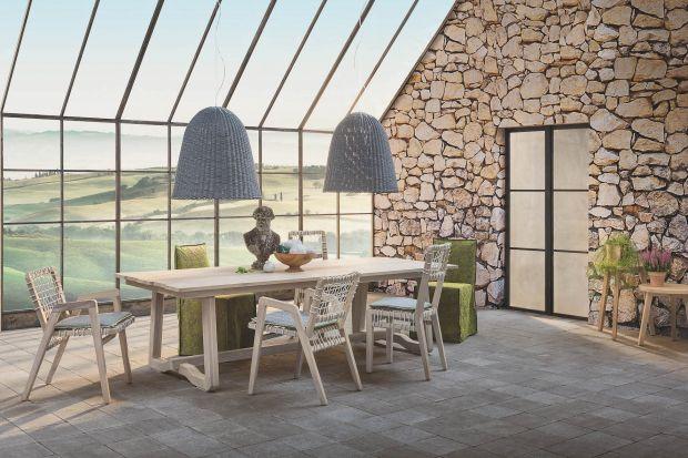 Nowe meble z kolekcji In Out przenoszą elegancję wnętrz domowych do ogrodu. Wykonane z naturalnych materiałów nowości zaprojektowała Paola Navone.