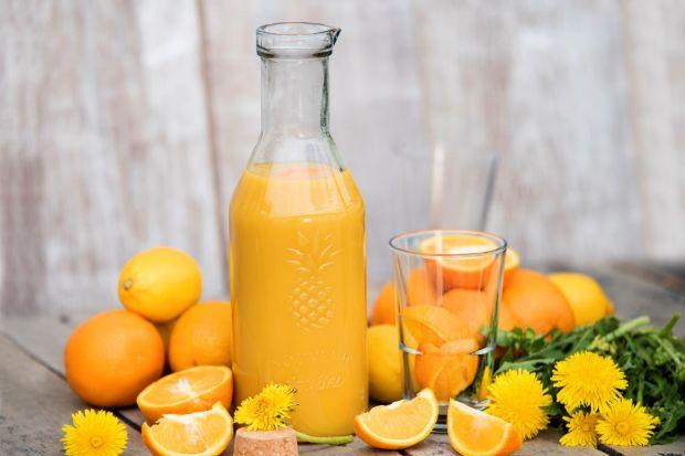 Chłodne kompoty, wielobarwne własnoręcznie wyciśnięte soki czy pyszne lemoniady nie tylko posiadają wspaniałe aromaty, ale także jeśli zyskują odpowiednią oprawę, są znakomitą ozdobą naszych prywatnych chwil relaksu i spotkań w gronie najb
