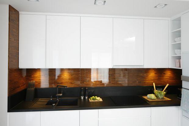 Ściana nad blatem to najbardziej newralgiczne miejsce w kuchni. Nie znaczy to jednak, że musi być nudne.