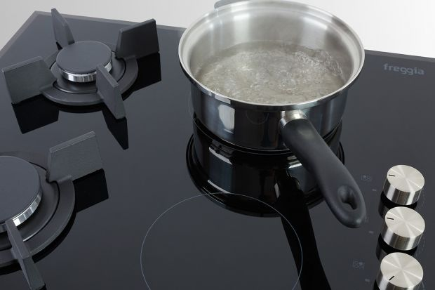 Tradycyjne przyrządzanie posiłków na gazie, szybkie podgrzewanie oraz funkcjonalność niezbędna podczas codziennego gotowania dla całej rodziny. Dzięki nowej płycie Freggia HC622VGB z linii Primo, która spektakularnie łączy nowoczesne wzornictw