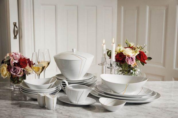 Serwis porcelanowy POLSKA 100 łączy w sobie oryginalny, owalny kształt, klasykę bieli oraz luksus zdobień, wykonanych z 18-karatowego złota oraz platyny. Każdy talerz i filiżanka zostały opatrzone unikalną Pieczęcią Jubileuszową – POLSKA 10
