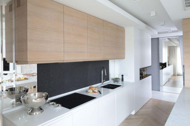 Kuchnia to przestrzeń, w której stosuje się wiele źródeł światła. W zależności od strefy i jej przeznaczenia, wybiera się inne rozwiązania.