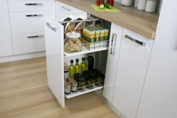 Jak w pełni wykorzystać dolne szafki w kuchni? I jak zapewnić sobie komfortowy dostęp do wszystkich przechowywanych w nich produktów? Odpowiedzią na oba pytania są dostępne w wielu wariantach i rozmiarach systemy Cargo Mini.