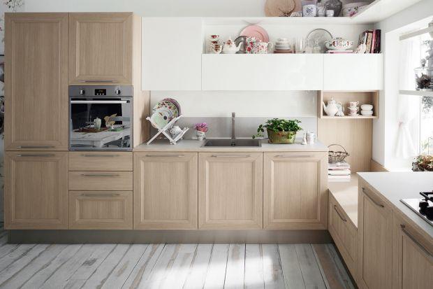 Jasne drewno w kuchni. 10 pomysłów na urządzenie
