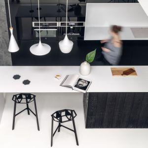 Czarno-białe kuchnie. Fot. Tom Kurek.