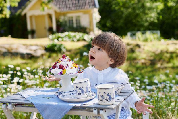 Gdy jesteśmy dziećmi beztrosko patrzymy w przyszłość z radością celebrując każdy dzień, który najchętniej przeznaczylibyśmy na zabawę! Niezwykle ważne momenty takie jak komunie czy urodziny wprowadzają nas w dorosłość, w którą wkracza