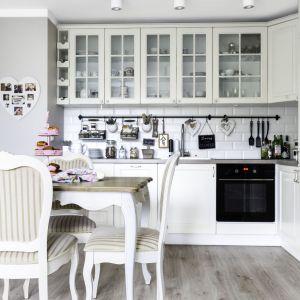 Urządzamy kuchnię w stylu klasycznym. Projekt Decoroom. Fot. Pion Poziom.